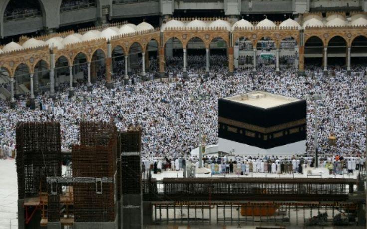 Près de 1,5 million de fidèles du monde entier ont entamé samedi le grand pèlerinage à La Mecque, point culminant du calendrier musulman, marqué l'...