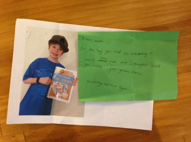 """Every time a kid writes to me… Kids really are the best humans. Ryan (below) and his Mum, also 8-Week-Program graduates, went to the Lake Macquarie Festival back in 2014, where I was one of the speakers. The following week I found this lovely note in my mailbox.  It reads as follows: """"To dear Sarah, I'm the boy you met on Saturday :). Here's a loom band that I thought would go with your green shorts. Sincerely, Worm or Ryan."""""""