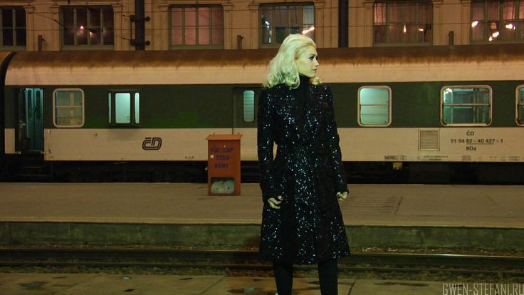 "Gwen Stefani, ""Early Winter"" video.(EverythingInTime)"