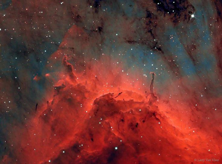 La Nebulosa Pelícano, situada a 2.000 años luz, un lugar con estrellas jóvenes y polvo oscuro. http://apod.nasa.gov/apod/ap150304.html…