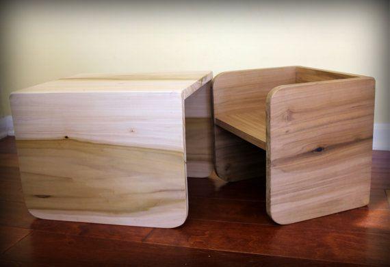 Cet ensemble polyvalent de deux chaises cube va grandir avec votre enfant de la maternelle à lenfant en bas âge pour enfant dâge préscolaire ! Utiliser le petit cube pour les sièges et le gros cube comme une table. Puis lorsque votre enfant est prêt à passer à la grande chaise, le petit cube peut être utilisé comme un tabouret ou table dextrémité. Parfait pour les 0-6 ans.  La chaise de petit cube est conçue pour le flip de 5 à 7 de hauteur dassise. La chaise mesure 11,5 de large x 11 de…