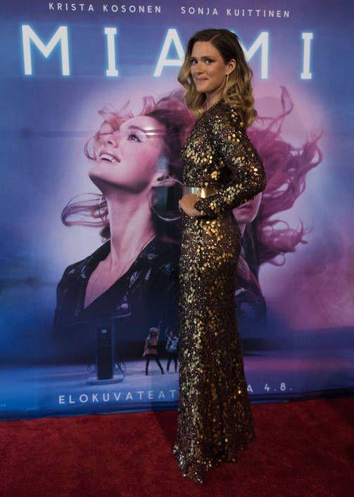 Krista Kosonen häikäisi paljettiasussa uuden Miami-elokuvansa kutsuvierasensi-illassa