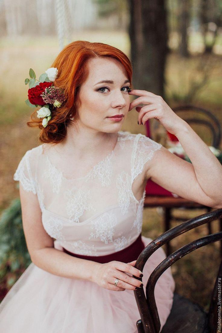 Купить или заказать Пудровое свадебное платье в интернет-магазине на Ярмарке Мастеров. Цена указана ориентировочная с учетом тканей. Может меняться в большую или меньшую сторону в зависимости от выбранных материалов. Свадебное платье выполнено из нежнейшего, как паутинка, кружева, атласа и еврофатина. Платье бескорсетное, очень удобное и легкое.Свадебное платье скомбинировали из двух цветов - айвори и пудрового. Пышная юбка состоит из нескольких слоев фатина.