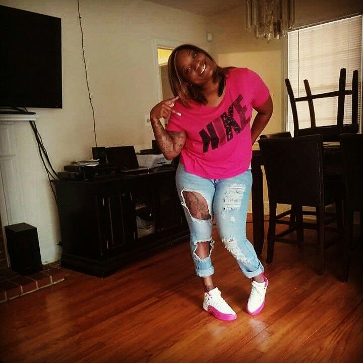 Pink and white Jordan's #ripped #jeans #Nike
