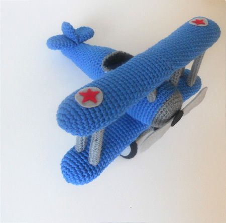 amigurumi biplane, by Miss Dolkapots