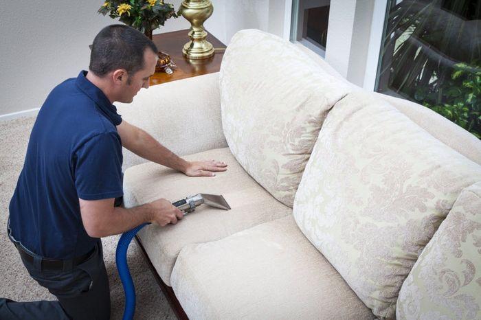 Как почистить и следить за белым диваном из ткани - http://mebelnews.com/chistka-mebeli/kak-pochistit-i-sledit-za-belym-divanom-iz-tkani.html