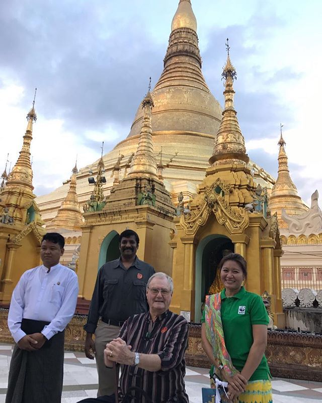 DET DANSKE KONGEHUS H.K.H. Prins Henrik er i disse dage på rejse med WWF Verdensnaturfonden i Myanmar. Under rejsen besøger Prinsen virksomheder og hører om WWF's arbejde med beskyttelse af natur og truede dyrearter. 📸 WWF  Kongehuset.dk