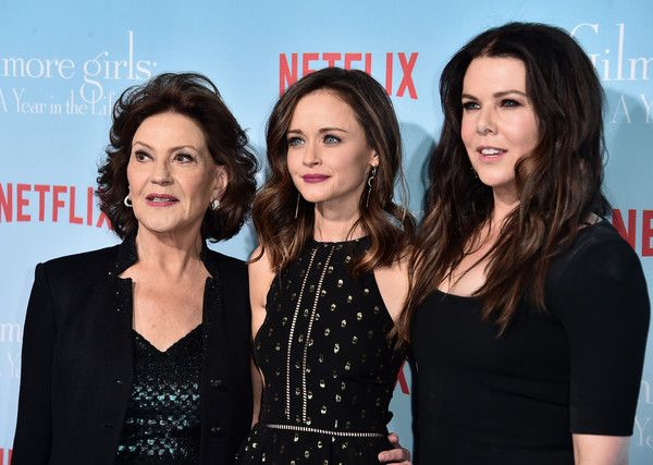 """Lauren Graham Photos Photos - (L-R) Actors Kelly Bishop, Alexis Bledel and Lauren Graham attend the premiere of Netflix's """"Gilmore Girls: A Year In The Life"""" at the Regency Bruin Theatre on November 18, 2016 in Los Angeles, California. - Premiere of Netflix's 'Gilmore Girls: A Year in rhe Life' - Arrivals"""