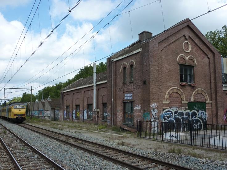 De Gelderland in Culemborg is een oude meubelfabriek, jarenlang gekraakt en nu in transformatie naar een culturele broedplaats, ZZP werkplekken en horeca. Meanwhile strategy ten top!