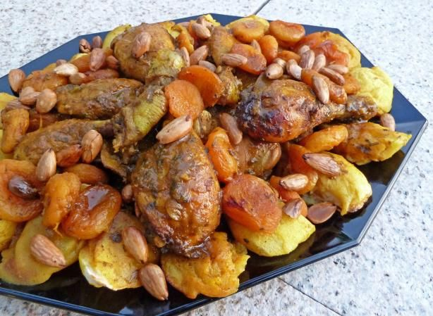 Chicken with abricots and almonds