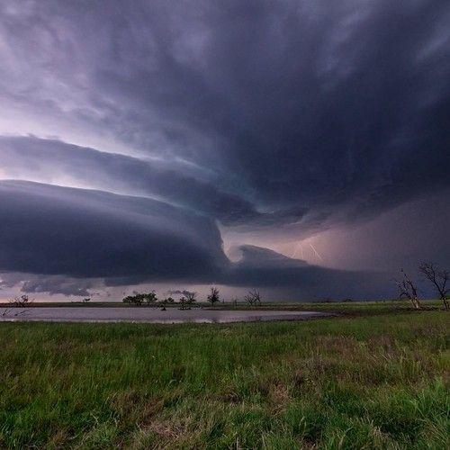 Supercell thunderstorm east of Waurika, Oklahoma, May 7, 2013. Credit: Tornado Titans