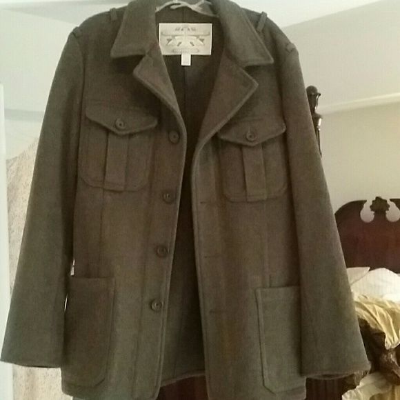 NWOT BANANA REPUBLIC MEN'S MILTARY STYLE COAT NWOT MEN'S BANANA REPUBLIC MEN'S MILTARY STYLE COAT. OLIVE GREEN. NEVER WORN. MORE IF A BLAZER OR FALL COAT. WOOL. Banana Republic Jackets & Coats Blazers