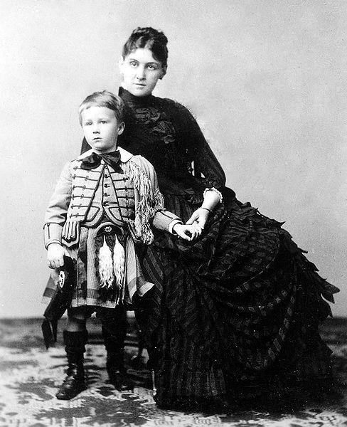 Sara Roosevelt with son President Franklin D Roosevelt.