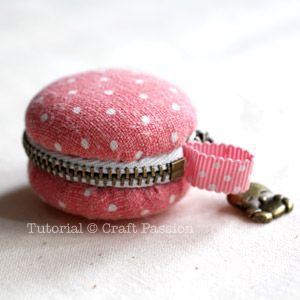 Macaroon coin purse. Tute shows you how to make these out of 2 sets of large covered button forms and a zipper.