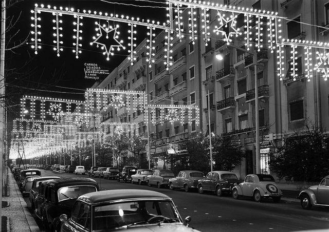 Iluminações de Natal, Lisboa, Portugal Fotógrafo: Estúdio Horácio Novais Fotografia sem data. Produzida durante a actividade do Estúdio Horácio Novais, 1930-1980
