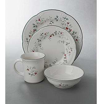 Pfaltzgraff® Winterberry 16-Piece Dinnerware Set & 33 best Dishes: Christmas images on Pinterest | Christmas dishes ...