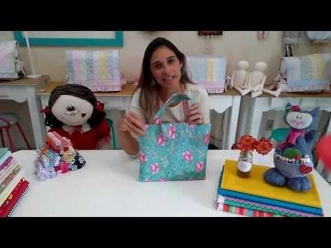 Neste vídeo você vai aprender a plastificar tecido para fazer forro de necessaires de forma bem fácil!