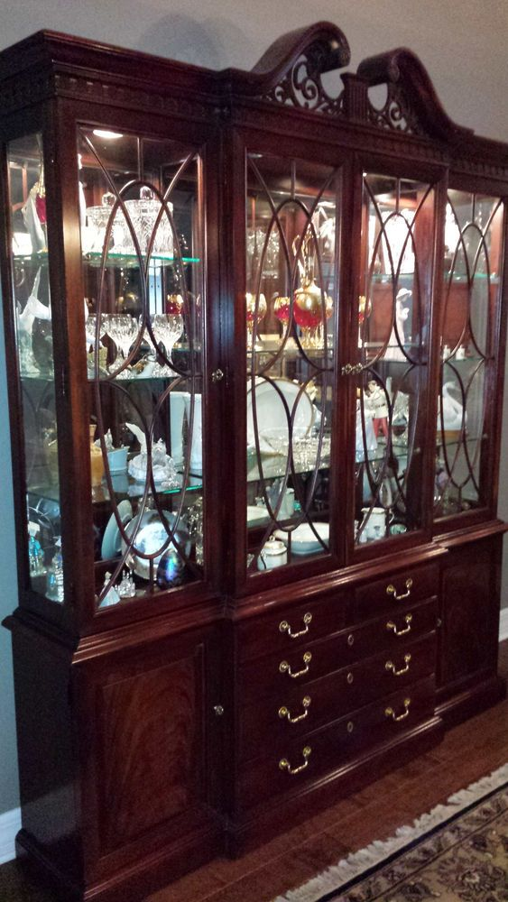 Thomasville Mahogany China Cabinet And Mahogany Dining Set 8 Pieces Queen Anne Thomasville