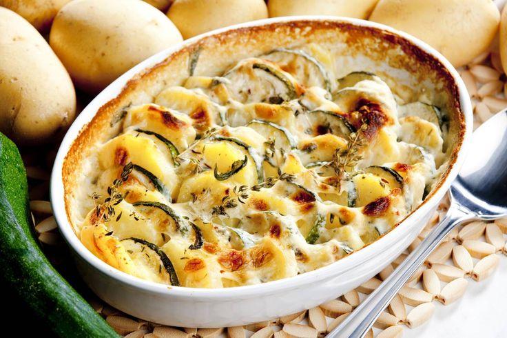 Zamatos rakott cukkini sok sajttal és újkrumplival