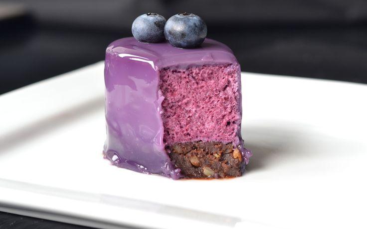 Blueberry milk glaze  Ingredients:  180 g sugar 45 g of water 200 g of heavy cream 45 g of milk 60 g glucose syrup 30 g Nappage ½ tsp. blueb...