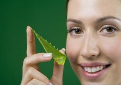 Como Usar sabila para la cara para curar el acne y aclarar la piel