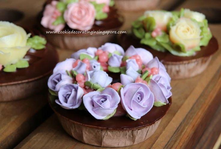 Royal icing flowers  (Singapore)  www.cookiedecoratinginsingapore.com   SkillsFuture@PA Cake Icing & Design Module 2.