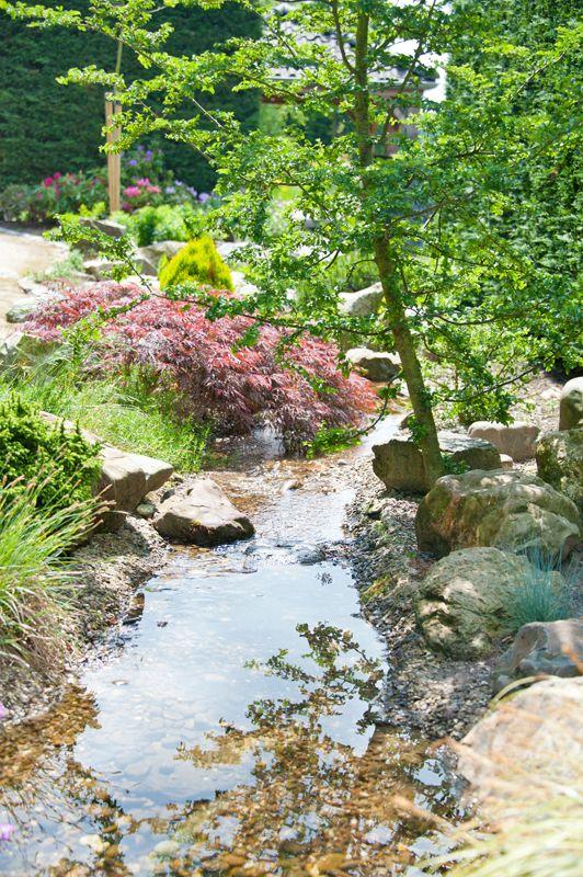 Rotstuinen hebben een eigen karakter met een bijzondere sfeer. U vindt er los groeiende beplanting gecombineerd natuurlijk met grove natuursteen. In deze tuin ervaart u het concept in al zijn pracht.  Een rotstuin is met recht een kei van een tuin!