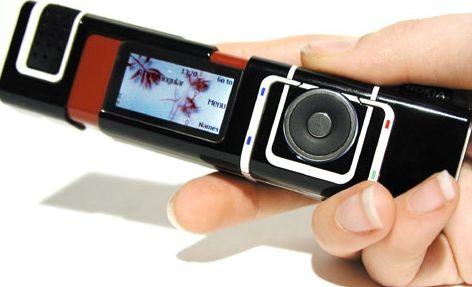 Merk Nokia di awal tahun 2000-an memang menjadi raja pasar ponsel di Indonesia. Selain menawarkan kualitas dan fitur prima, Nokia juga menawarkan berbagai