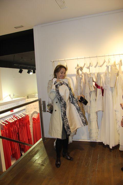 Te descubriremos ateliers de diseñadores autóctonos que confeccionan vestidos nada convencionales pero muy femeninos