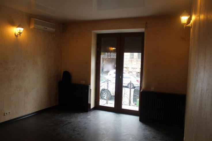 Аренда офиса по Гоголя 1/3 Офисное помещение. Вход с фасада, четыре кабинета. Хороший ремонт. Есть вход со двора. Роллеты, сигнализация, хороший ремонт.