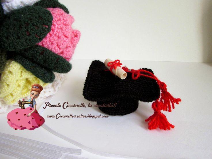 Cappello laurea realizzato a mano a uncinetto, per informazioni visitate il mio blog http://coccinellecreative.blogspot.it/2014/09/cappello-laurea-per-confettatacon.html Graduation hat handmade crochet, for information please visit my blog