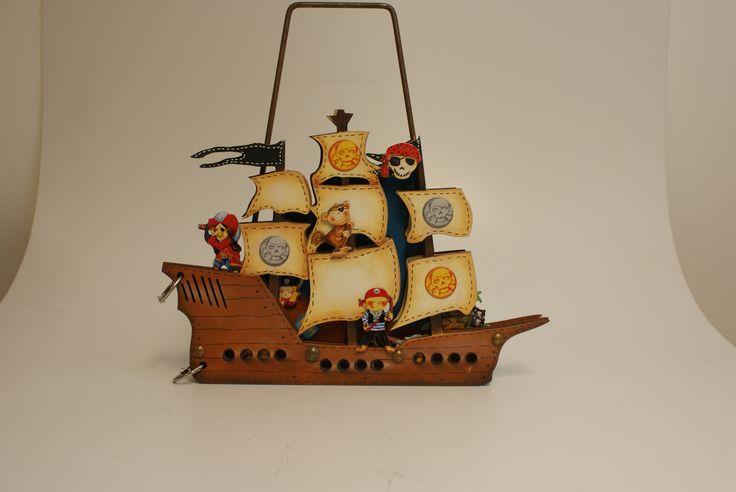 O barco dos piratas com aplicações scrap.