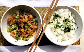 Pollo tailandés con lima y leche de coco en 10min