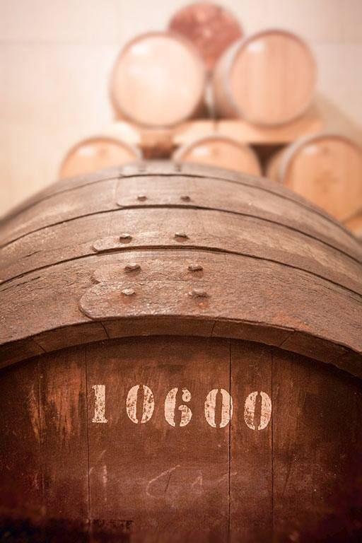 Botte inizialmente utilizzata per l'affinamento del vino Porto, ora utilizzata per un'ulteriore invecchiamento di 18 mesi della Grappa Le Diciotto Lune