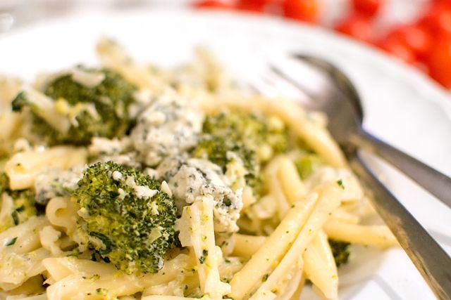 Broccolipasta med ädelost.