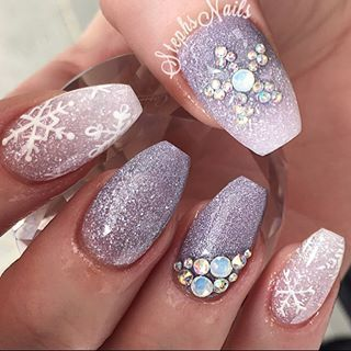 Stephanie Loesch @_stephsnails_ #xmasnails#winter...Instagram photo | Websta (Webstagram)