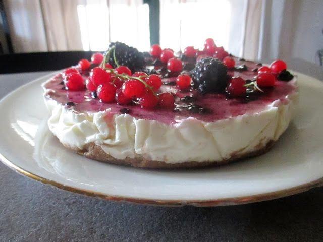 FORNELLI IN FIAMME: CHEESECAKE WITH WILD BERRIES WITH GREEK YOGURT TO 35% (RECETTE AUSSI EN FRANCAIS) - Cheesecake con frutti di bosco e yogurt greco al 35%