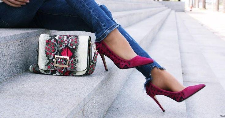 Cómo combinar unos zapatos morados en un look casual