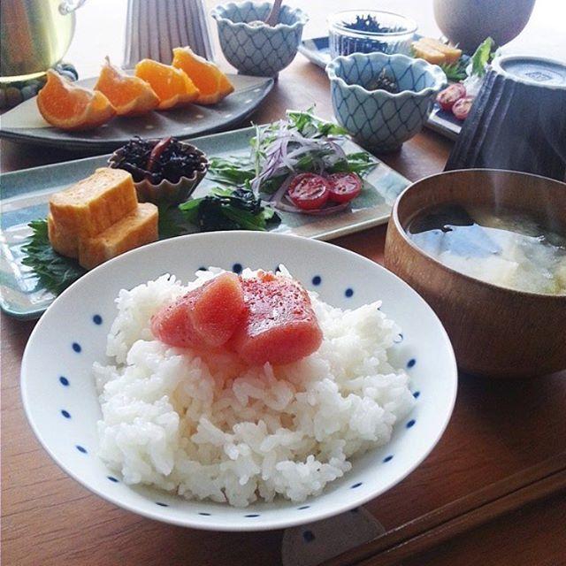みんなが理想とする昔ながらの朝ご飯は どことなく日本人を安心させるもの。 @yuna921さんがご紹介するのは、 福岡名物の辛子明太子を贅沢に乗せ 白米とのベストマッチングを実現。 こんな朝食が待っていると思うと 朝寝坊もしていられませんね♡  #regram #locari #ロカリ #locari_kitchen #ロカリキッチン  #朝ごはん #和定食 #辛子明太子 #白米の相方 #特産物を活かして  #breakfast #japanesemenu
