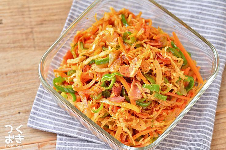 切り干し大根や野菜を焼きそば風に炒めました。調味料はソースとだし粉だけの、とてもシンプルなレシピ。なじみのある味で食べやすいです。汁気も少なく彩りもよいので、お弁当にもピッタリな副菜です。冷蔵保存5日