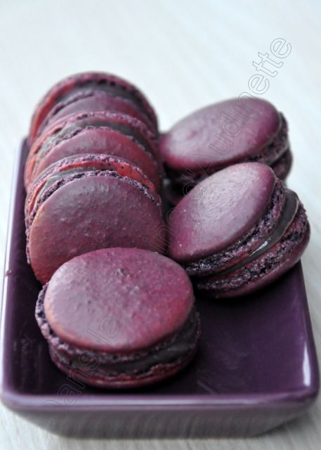Macarons au cassis - Dans la cuisine d'Audinette - oh my... (recipe is in french)