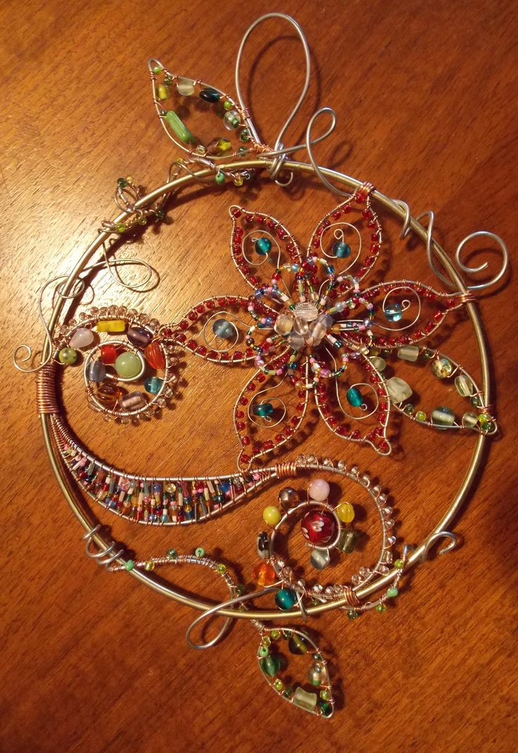 Flower suncatcher....wire and glass beads