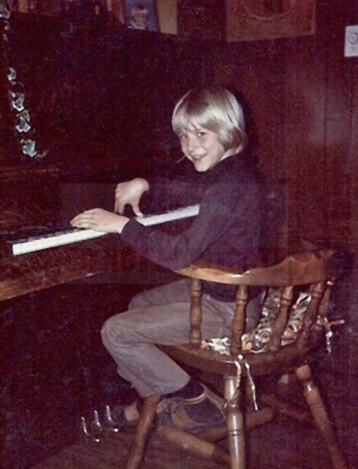 Kurt playing piano.