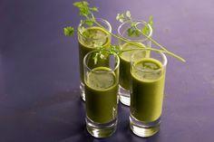 Dites adieu au gros ventre: 5 kg en moins en seulement 3 jours! Un jus naturel avec du persil, un citron et 2 dl d'eau.