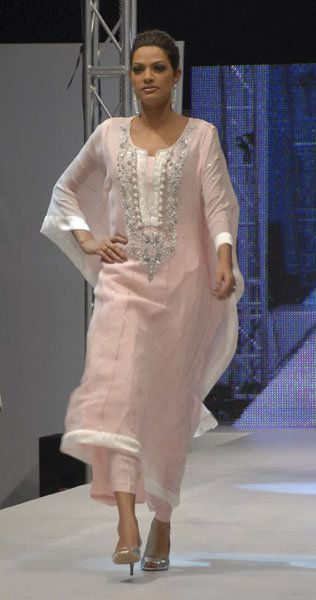 Kaftans for Women | Here are some samples to show how it looks.This kaftaan is beautifully ...
