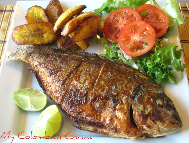 Plato fuerte mojarra frita fried sea bass colombian for Menu comida