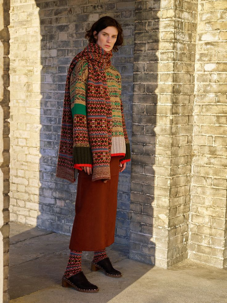 See the complete Pringle of Scotland Pre-Fall 2017 collection.
