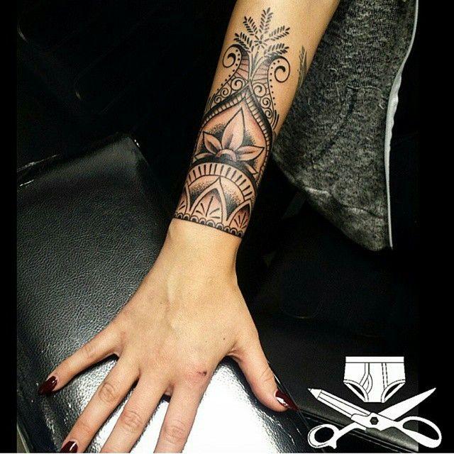 A little henna style wrist decoration by artist Damon Butler aka @ferbzilla at Empire Tattoo Quincy!!