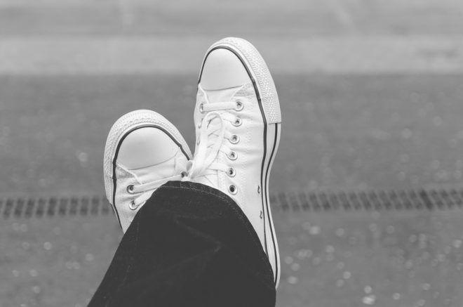 Les odeurs de chaussures peuvent être particulièrement incommodantes, en particulier en été. Suivez les conseils suivants pour éliminer les odeurs désagréables émanant de vos chaussures.