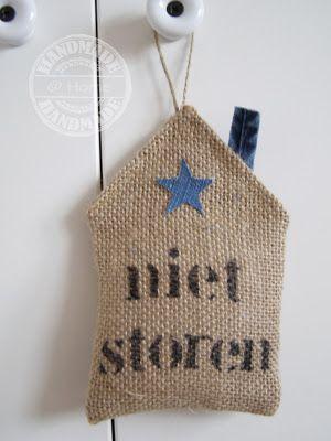Deurhanger  http://handmadeethome.blogspot.nl/